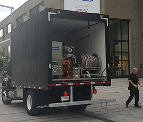 Bierlieferwagen mit integriertem Kellerbiertank