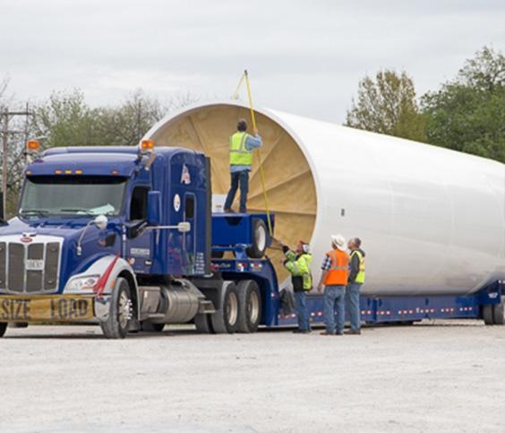 Großer Lebensmitteltank auf einem Lastwagen